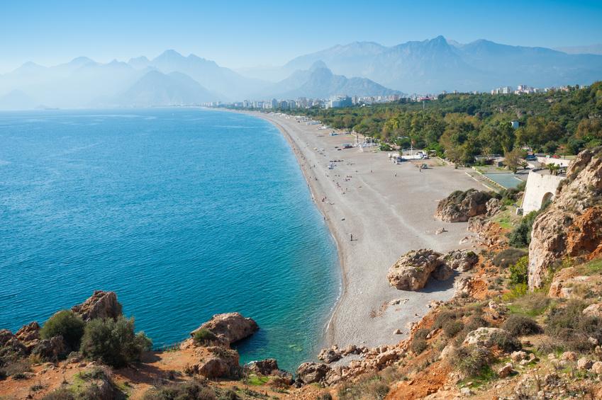 Last Minute Urlaub an der Türkischen Riviera, Panoramablick über den Konyaalti Strand in Antalaya