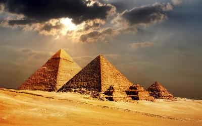 Pyramiden von Gizeh, aufgenommen bei einem Urlaub in Ägypten