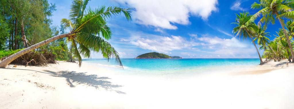 Wünderschöne, feine Sandstrände am azurblauen Wasser des Oezeans erwarten euch bei einem Ultra All-Inclusive Urlaub.