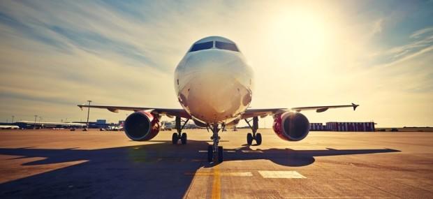 Flugzeug auf der Rollbahn