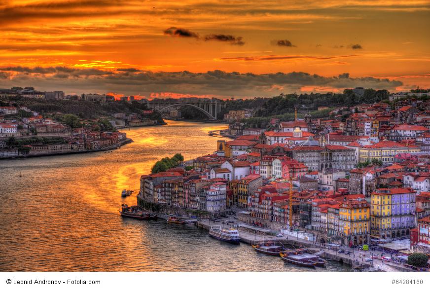 Sonnenuntergang  in Porto. Städtereise nach Porto, in Portugal