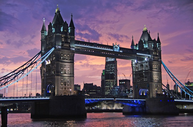 Tower Bridge bei Nacht
