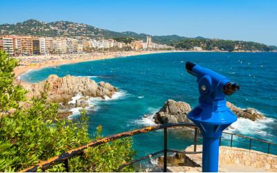 Aufgenommen bei einem Urlaub in Lloret de Mar an der Costa Brava, Panoramablick über die Stadt