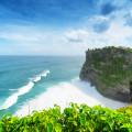 Sandstrand an der Küste von Bali, Indonseisen