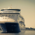 KReuzfahrtschiff in Landnähe